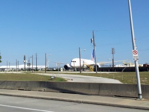 United Boeing 787 at IAH