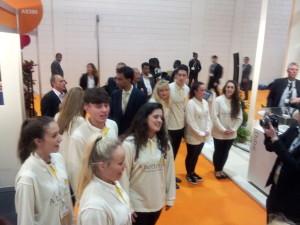Royal Brunei Dreamliner 787 Singers